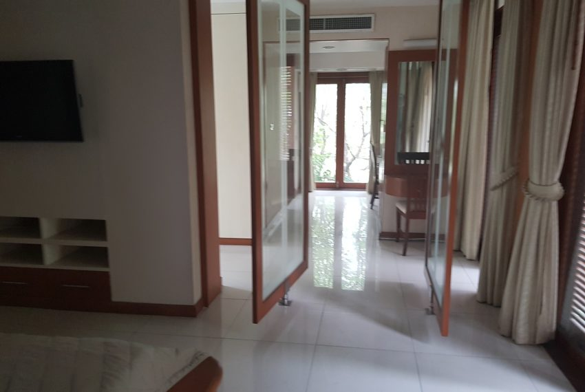House 800 sqm in the middle of PhromPhong - 2nd floor
