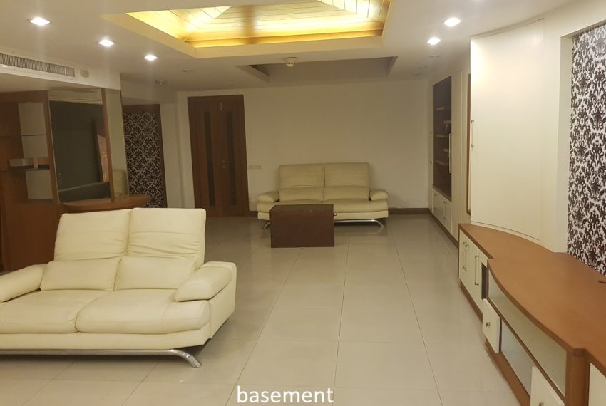 House 800 sqm in the middle of PhromPhong - basement
