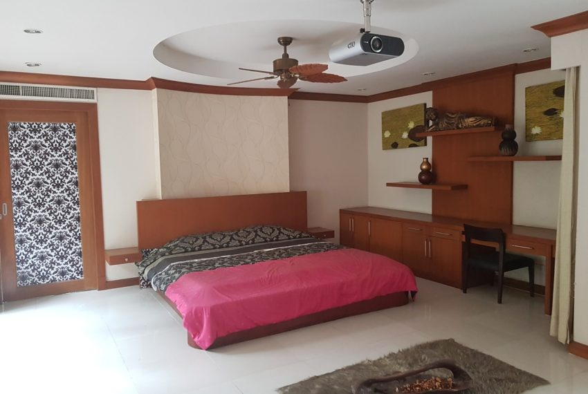 House 800 sqm in the middle of PhromPhong - bedroom 4