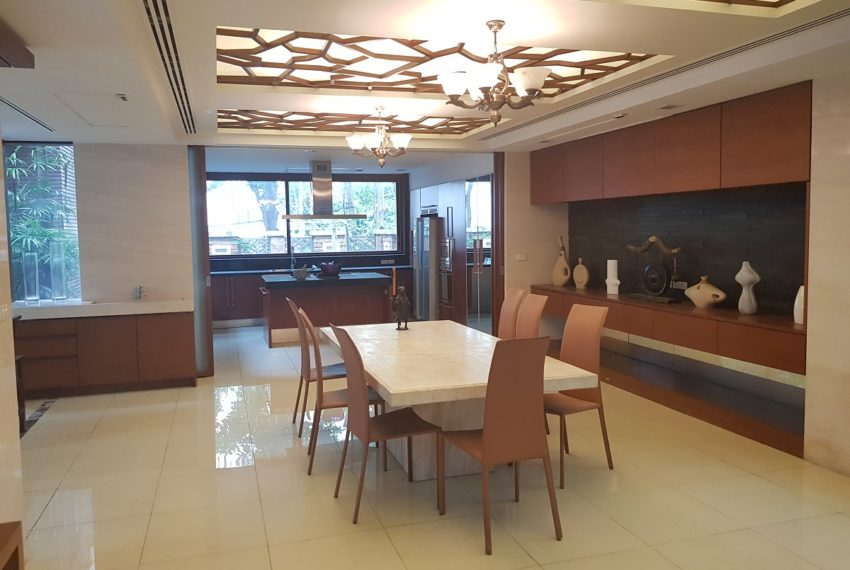 House 800 sqm in the middle of PhromPhong - dinning