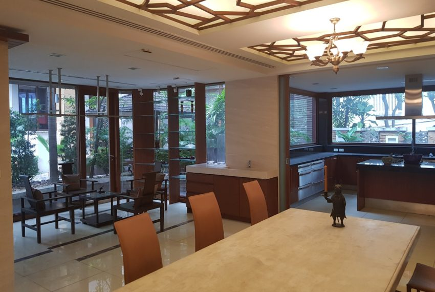 House 800 sqm in the middle of PhromPhong - ground floor