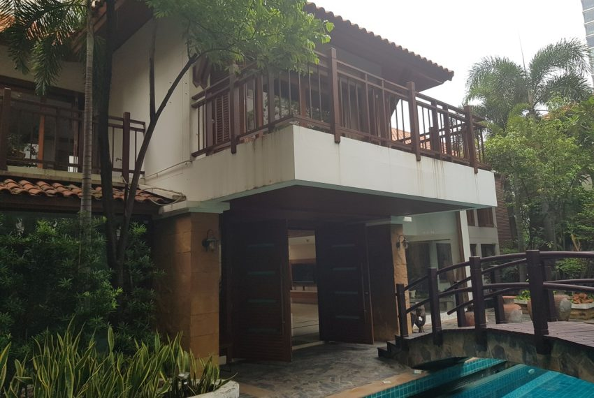 House 800 sqm in the middle of PhromPhong - house