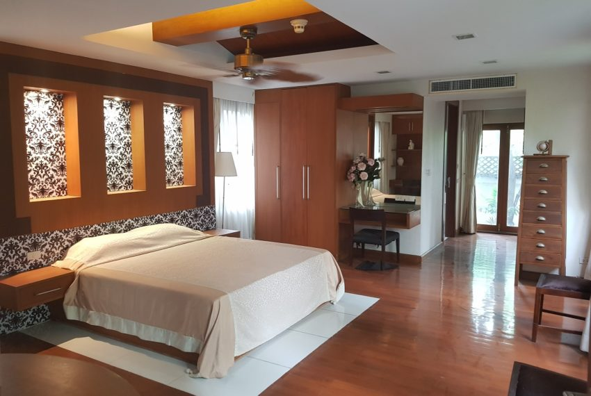 House 800 sqm in the middle of PhromPhong - master bedroom ground floor