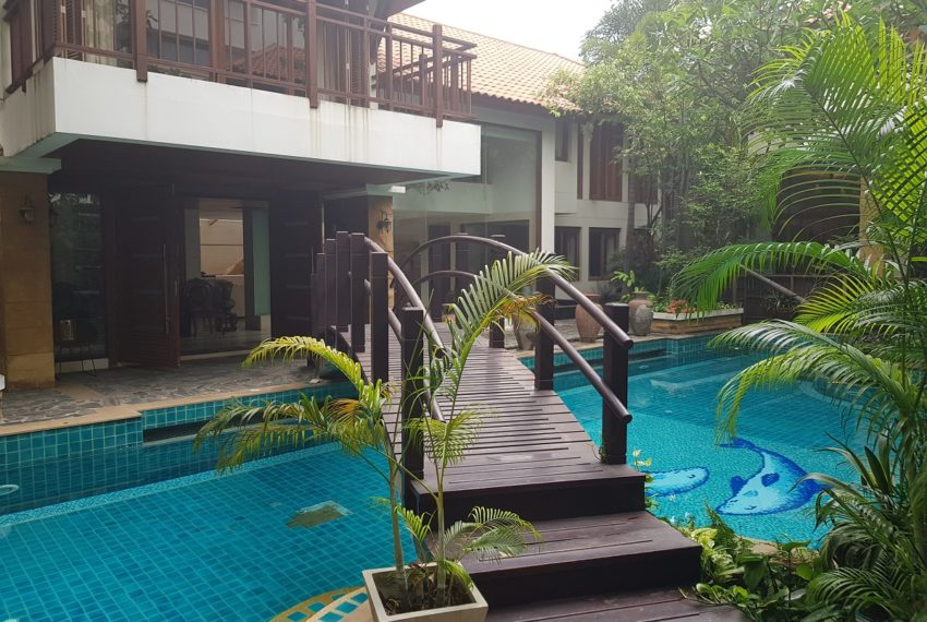 House 800 sqm in the middle of PhromPhong - resort in city
