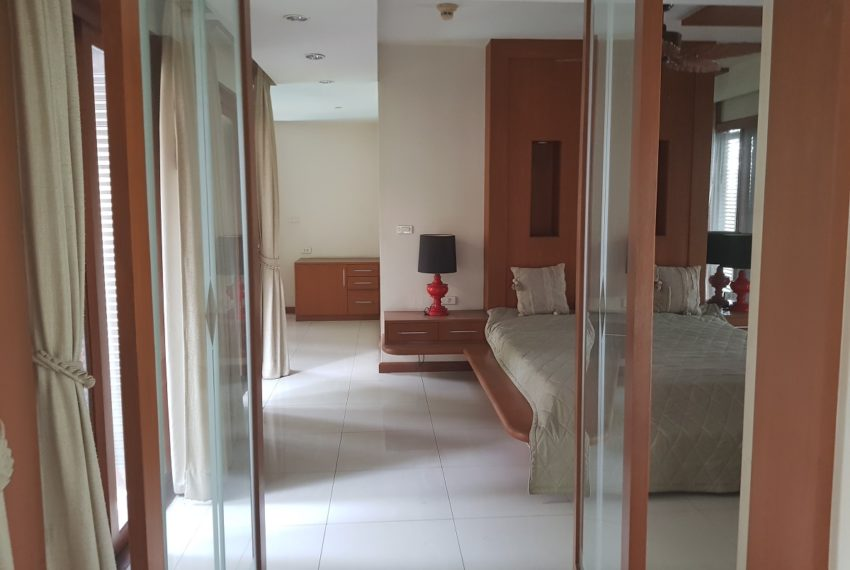 House 800 sqm in the middle of PhromPhong - very big rooms