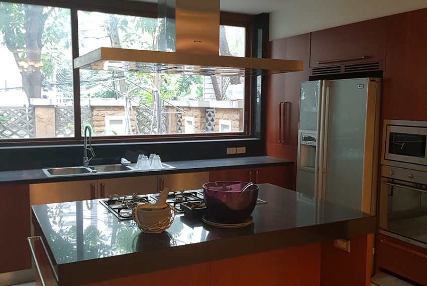 House 800 sqm in the middle of PhromPhong - western kitchen