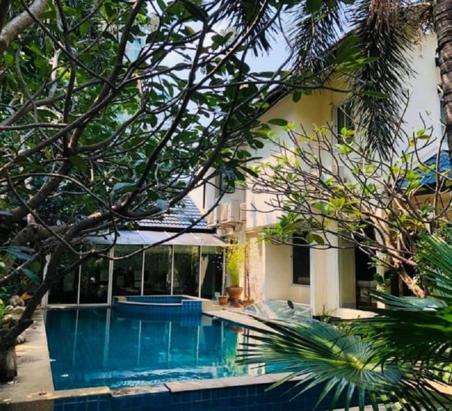 Large house for rent in Prompong - 2 floors - swimming pool - Sukhumvit 31