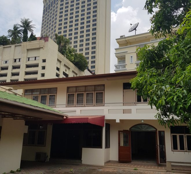 House in Sukhumvit 14 for rent - 2-story