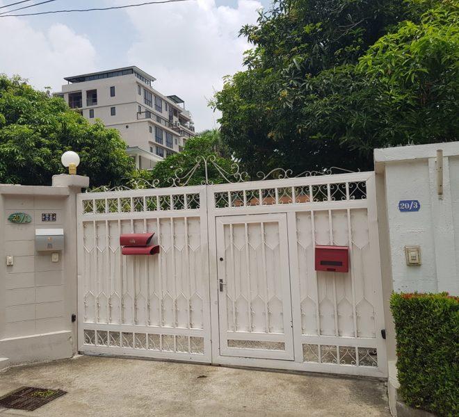 House in Sukhumvit 14 for rent - secure gate