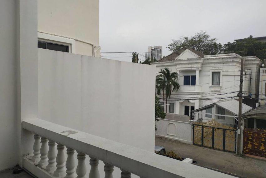 HouseSK36_Balcony_Rent