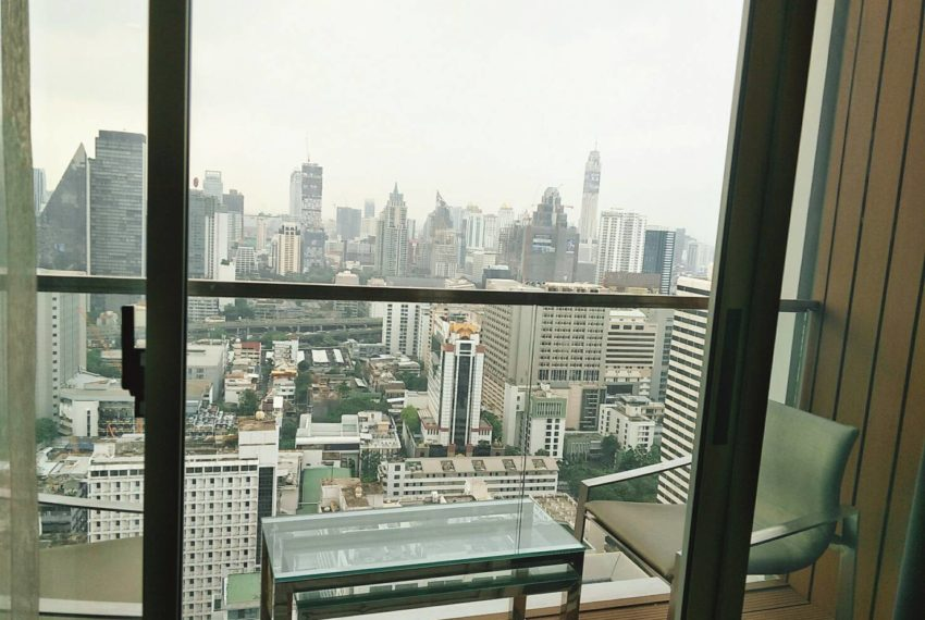 Hyde-Sukhumvit-11-rent-2b2b-top-floor-balcony-nice-view