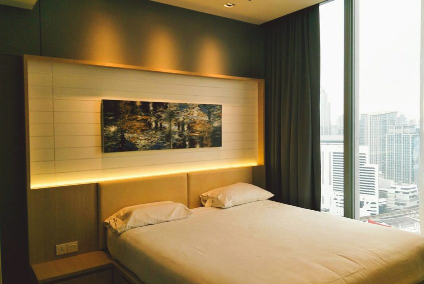 Hyde-Sukhumvit-11-rent-2b2b-top-floor-bed