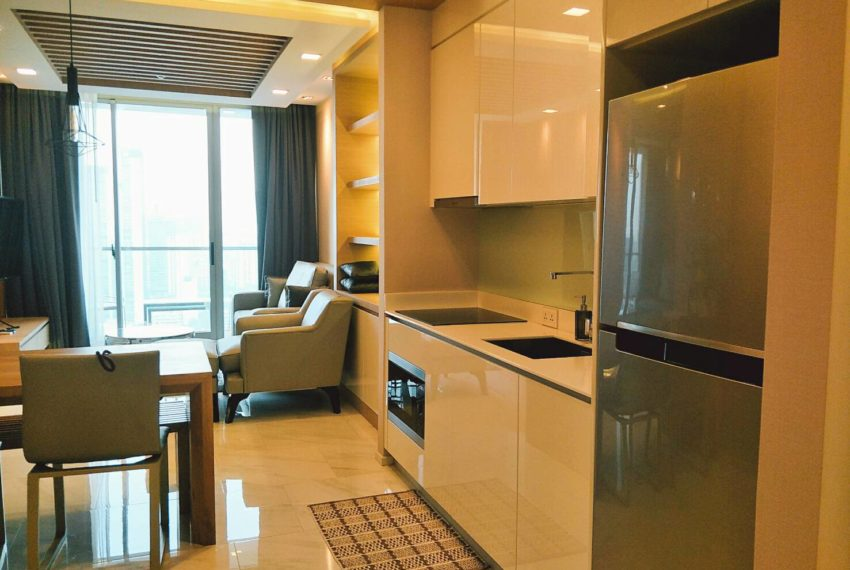 Hyde-Sukhumvit-11-rent-2b2b-top-floor-kitchen