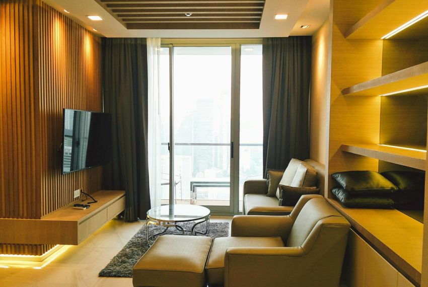 Hyde-Sukhumvit-11-rent-2b2b-top-floor-living-area