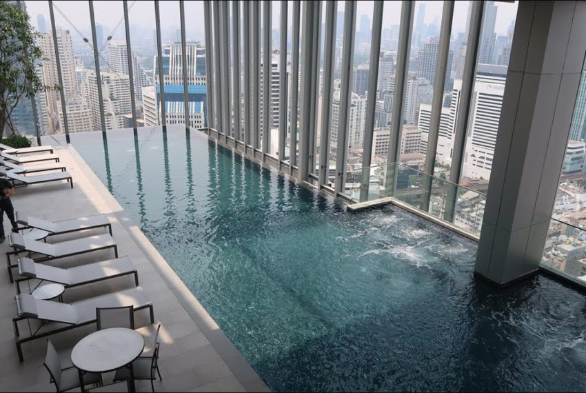 Hyde Sukhumvit 11 - roftop pool
