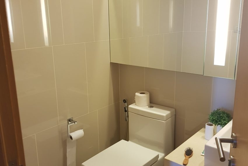 Hyde Sukhumvit 13 - 2 bedroom sale high floor - toilet