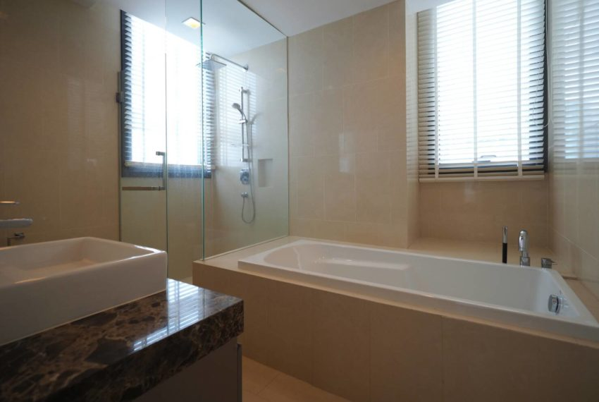 Hyde Sukhumvit 13 2-beds rental - bathtub