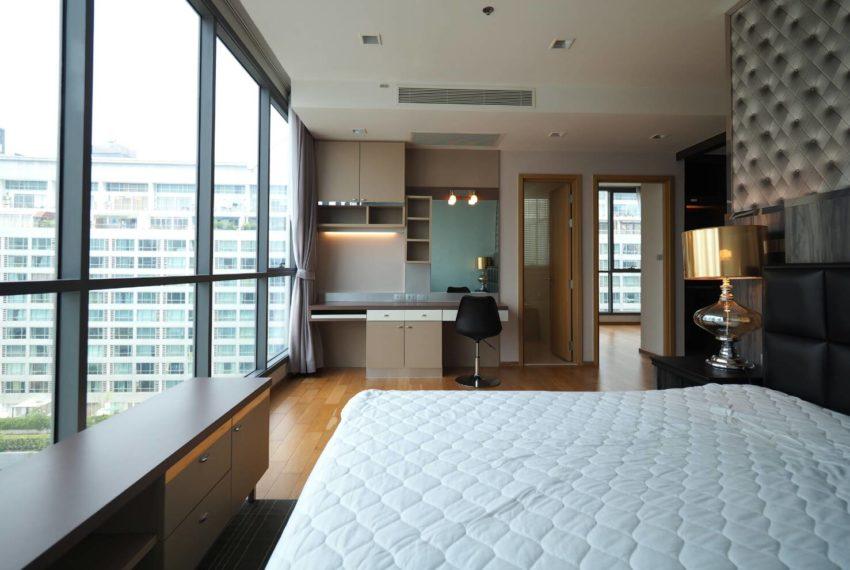 Hyde Sukhumvit 13 2-beds rental - king bed