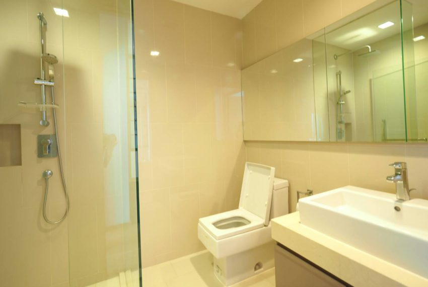 Hyde Sukhumvit 13 2-beds rental - toilet