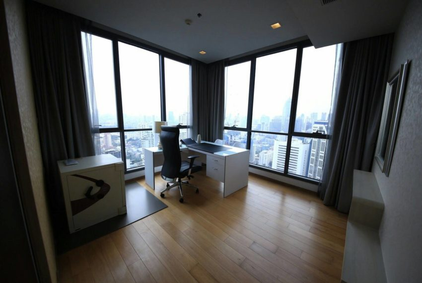 Hyde Sukhumvit 13 rental - 3 bedroom - low floor - worrkingroom-2
