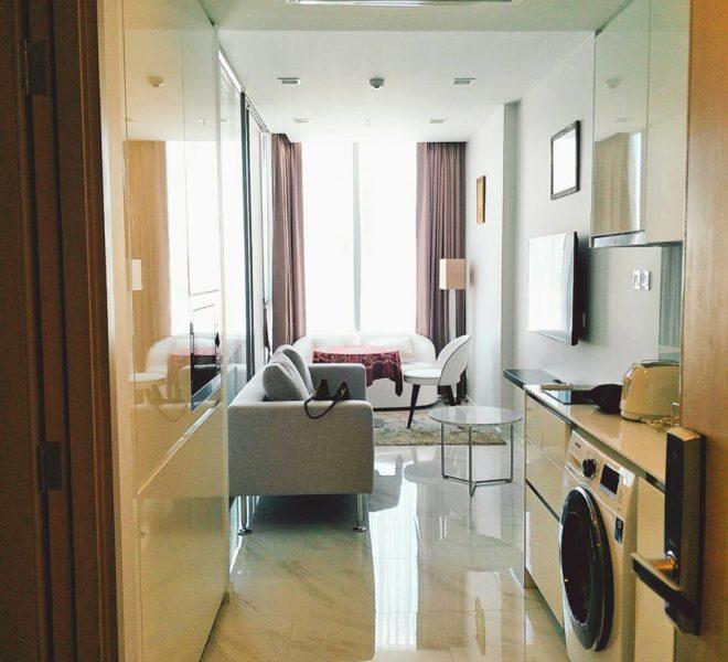 Hyde-Sukhumvit11-1-bedroom-rent-living-room