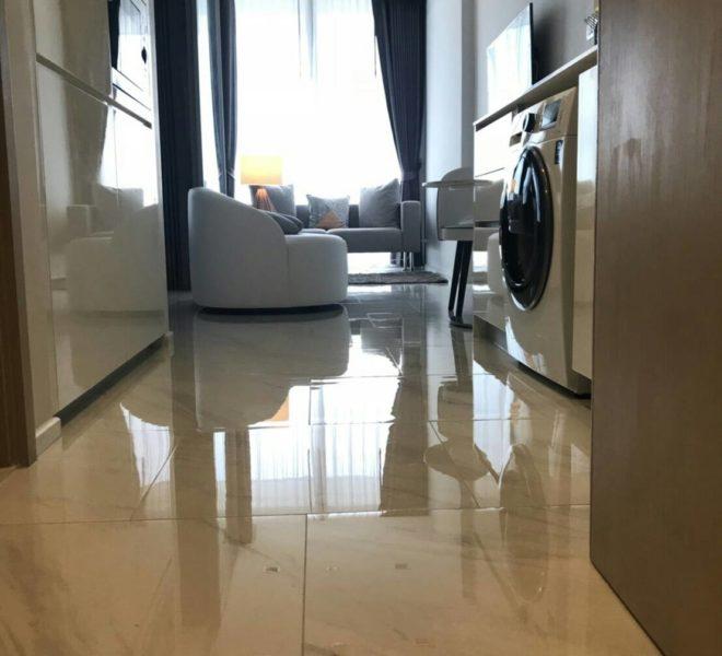 Hyde-Sukhumvit11-rent-1b1b-high-floor-living-area