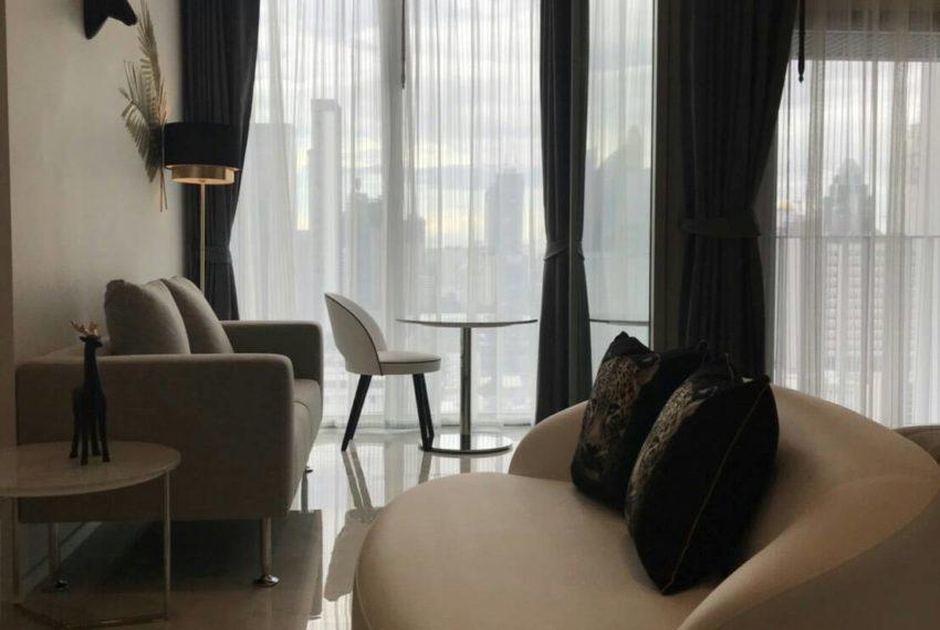 Hyde-Sukhumvit11-rent-1b1b-high-floor-living-room