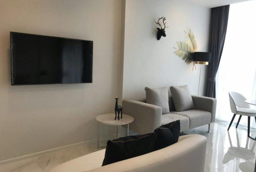 Hyde-Sukhumvit11-rent-1b1b-high-floor-livingroom