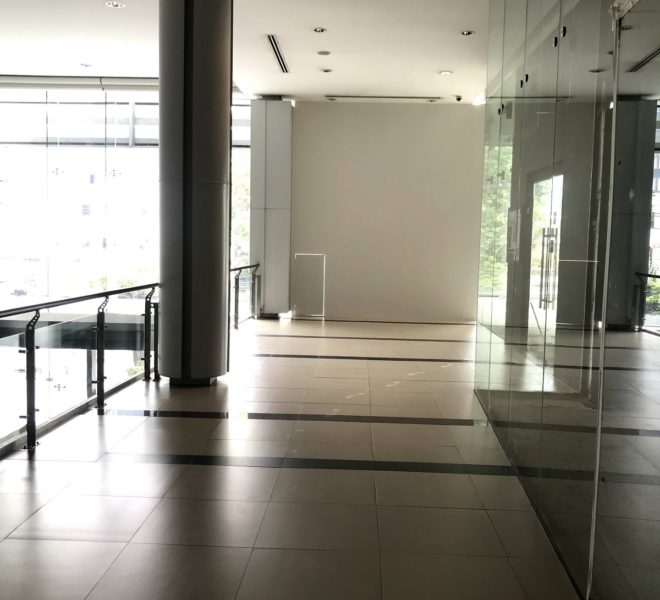 Commercial space for rent facing Ekkamai Road - 100 m from BTS - large area