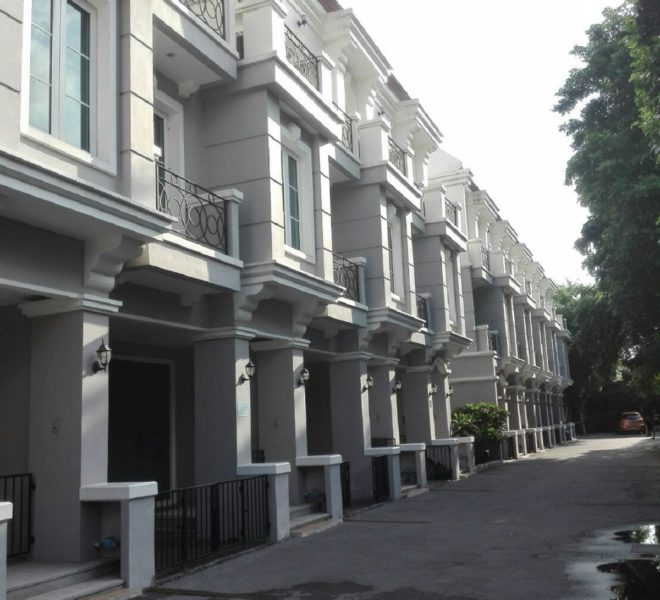 Townhouse in Sukhumvit 16 for rent - 3-story - unfurnished