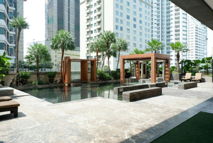 Ideal 24 condominium - pool area