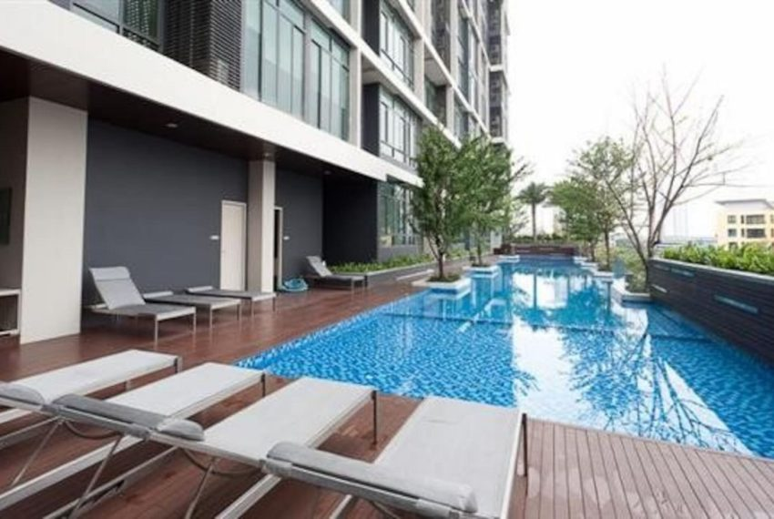 Ideo Blucove Sukhumvit swimming pool