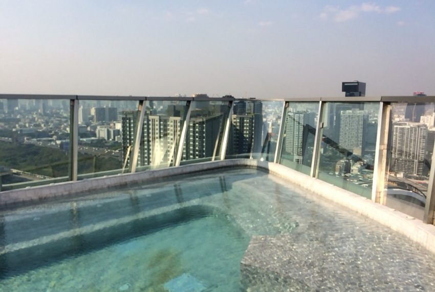 Ideo Mobi Asoke 2 bed 2 bath-bathroom -swimming pool-1