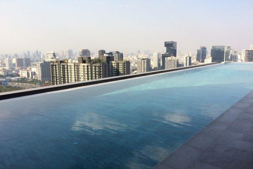 Ideo Mobi Asoke 2 bed 2 bath-bathroom -swimming pool-2