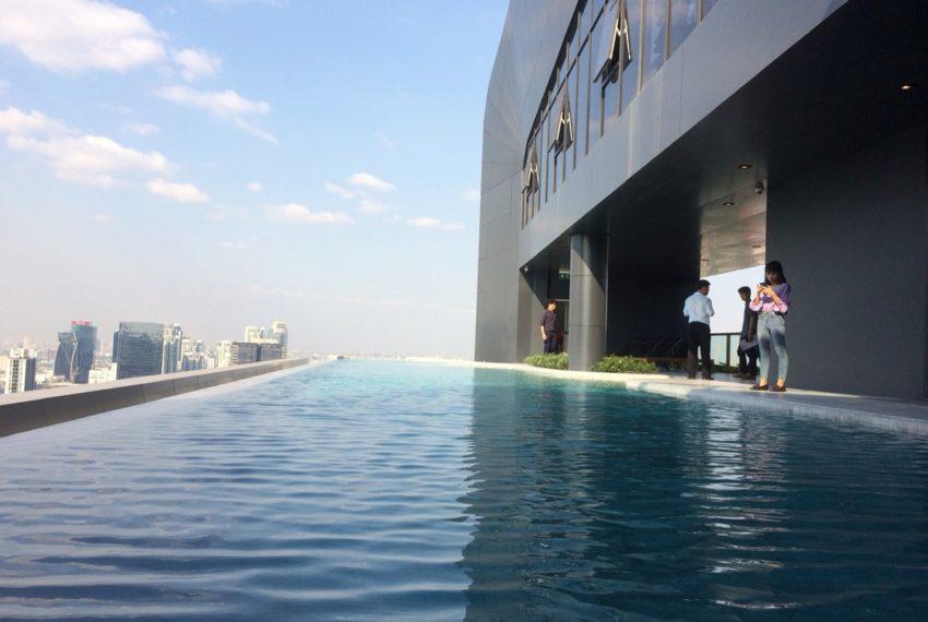 Ideo Mobi Asoke 2 bed 2 bath-bathroom -swimming pool