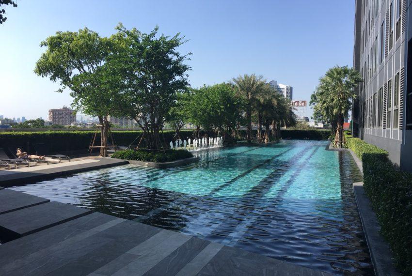 Ideo Mobi Sukhumvit Eastgate - swimming pool