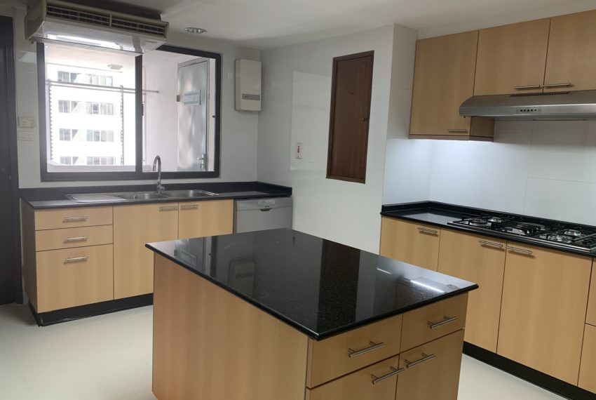 Jaspal Sukhumvit 23-rent-4-bedroom-Kitchen