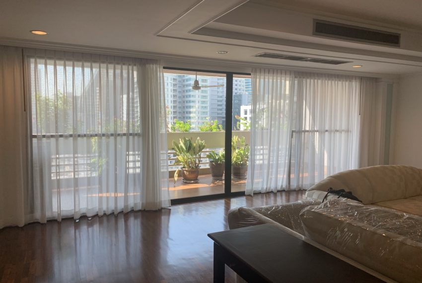 Jaspal Sukhumvit 23-rent-4-bedroom-big-balcony