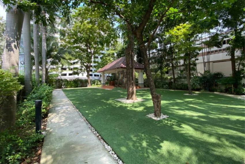Kallista Sukhumvit 11 condominium - garden