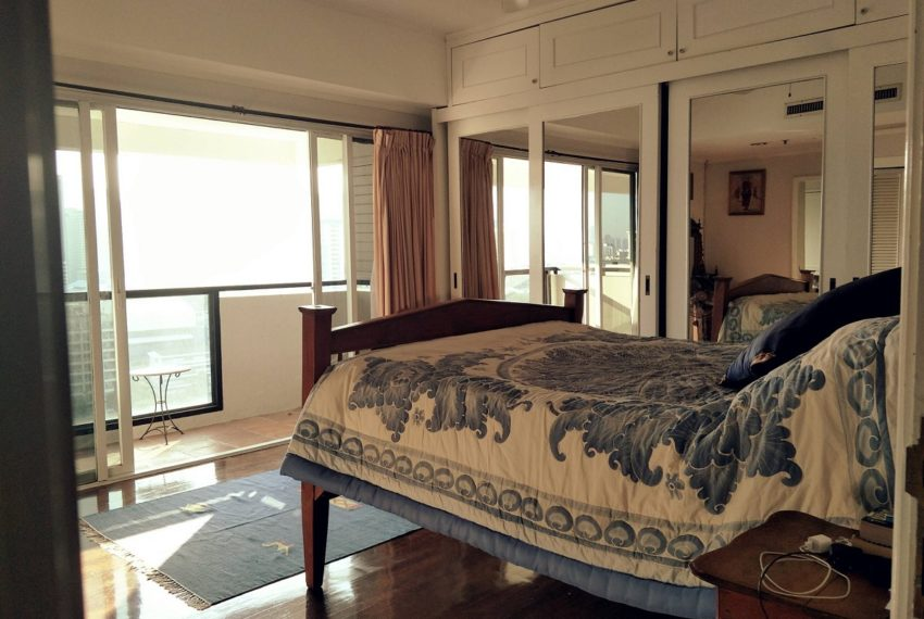 Kiarti Thanee City Mansion Duplex - bed
