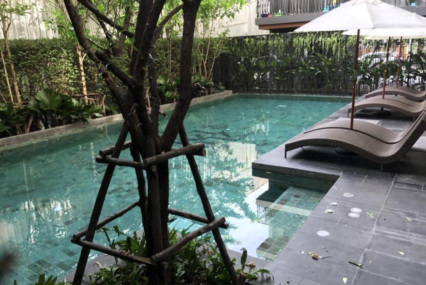 Klass Langsuan condominium - relax pool