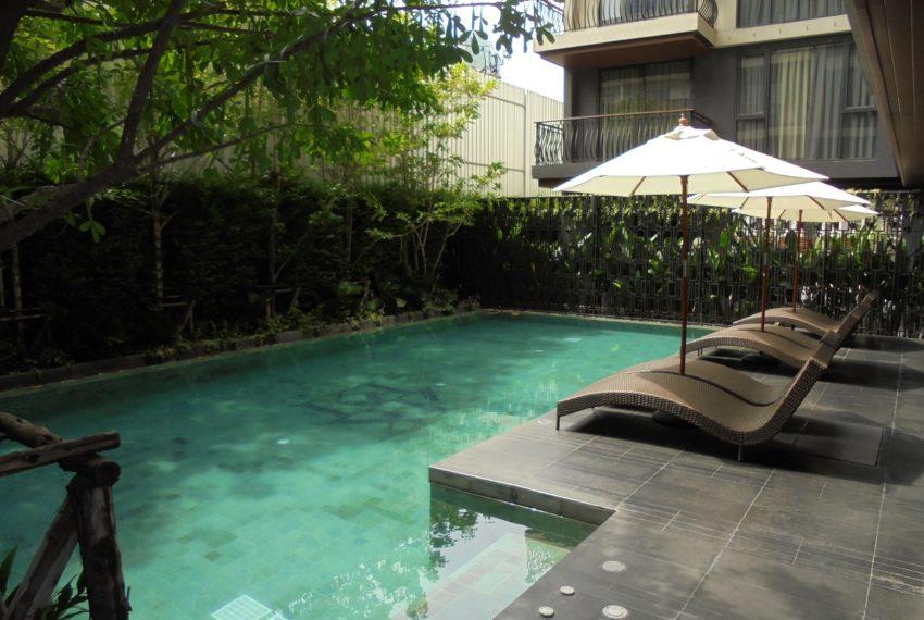 Klass Langsuan - swimming pool01