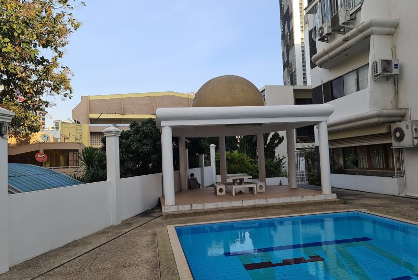 La Maison Sukhumvit 22 condo - pool garden
