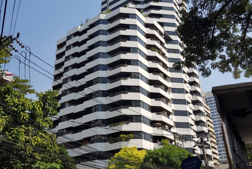 Lake Avenue Condominium Near Asoke BTS and Sukhumvit MRT- high-rise