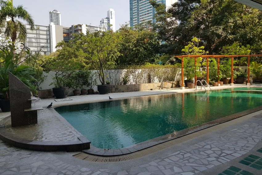 Lake Avenue Condominium Near Asoke BTS and Sukhumvit MRT- pool area