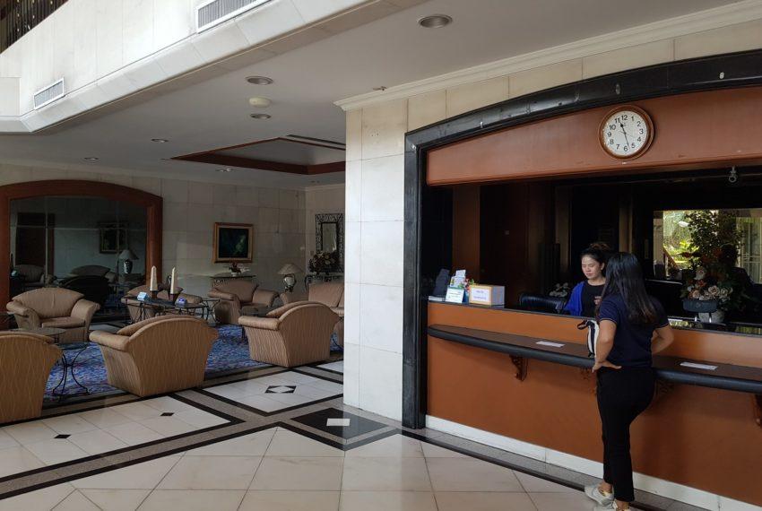 Lake Avenue Condominium Near Asoke BTS and Sukhumvit MRT- reception
