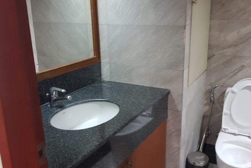 Lake Avenue Large 1 bedroom Sale - toilet