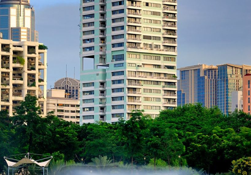 Lake Green Sukhumvit 8 Condominium - building
