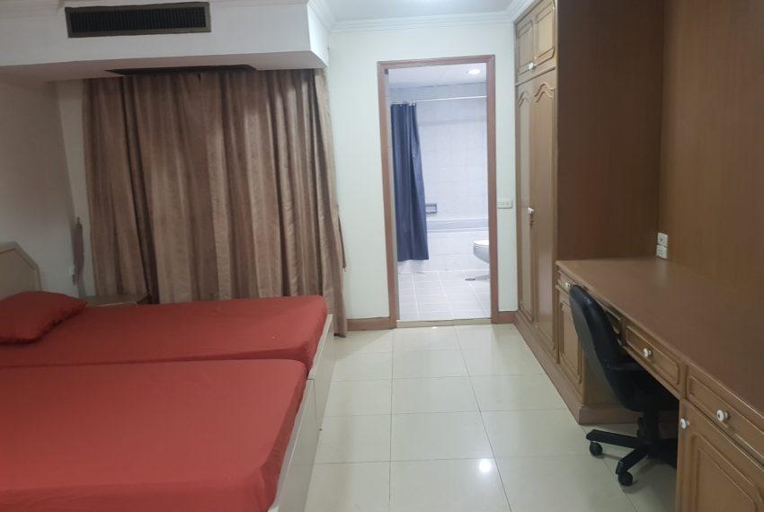 Large condo for rent 2 bedrooms low floor Prestige Towers - master bedroom 1