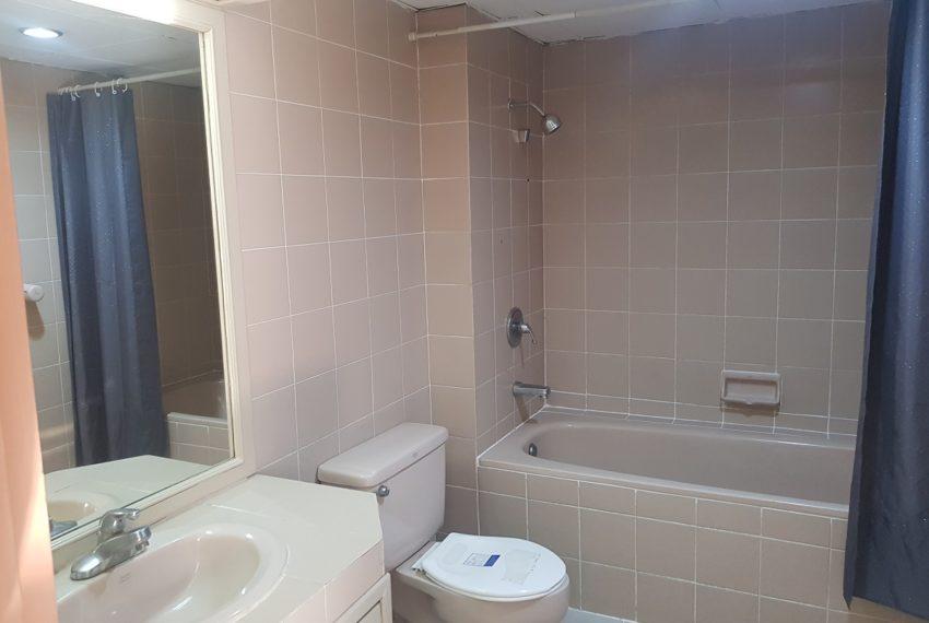 Large condo for rent 3 bedrooms low floor Prestige Towers - bathroom 1